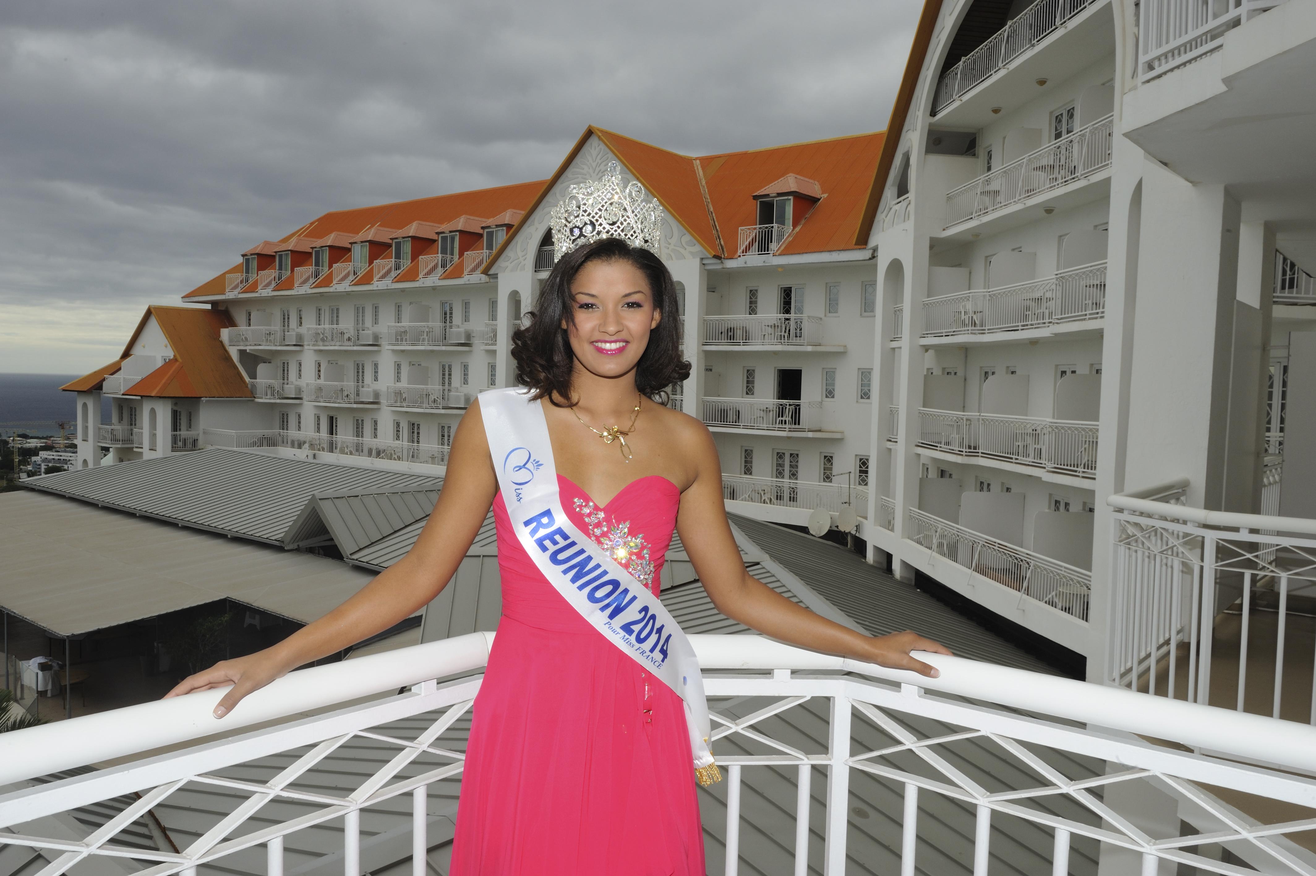 Miss Réunion 2014 rayonne, malgré le temps maussade.