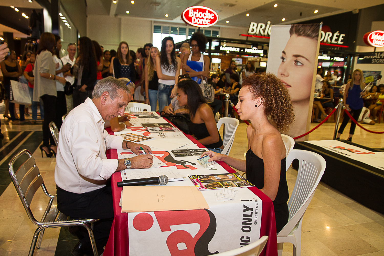 Première étape pour les jeunes filles, une rencontre avec les équipes Elite Model Look Réunion afin de remplir la fiche d'inscription