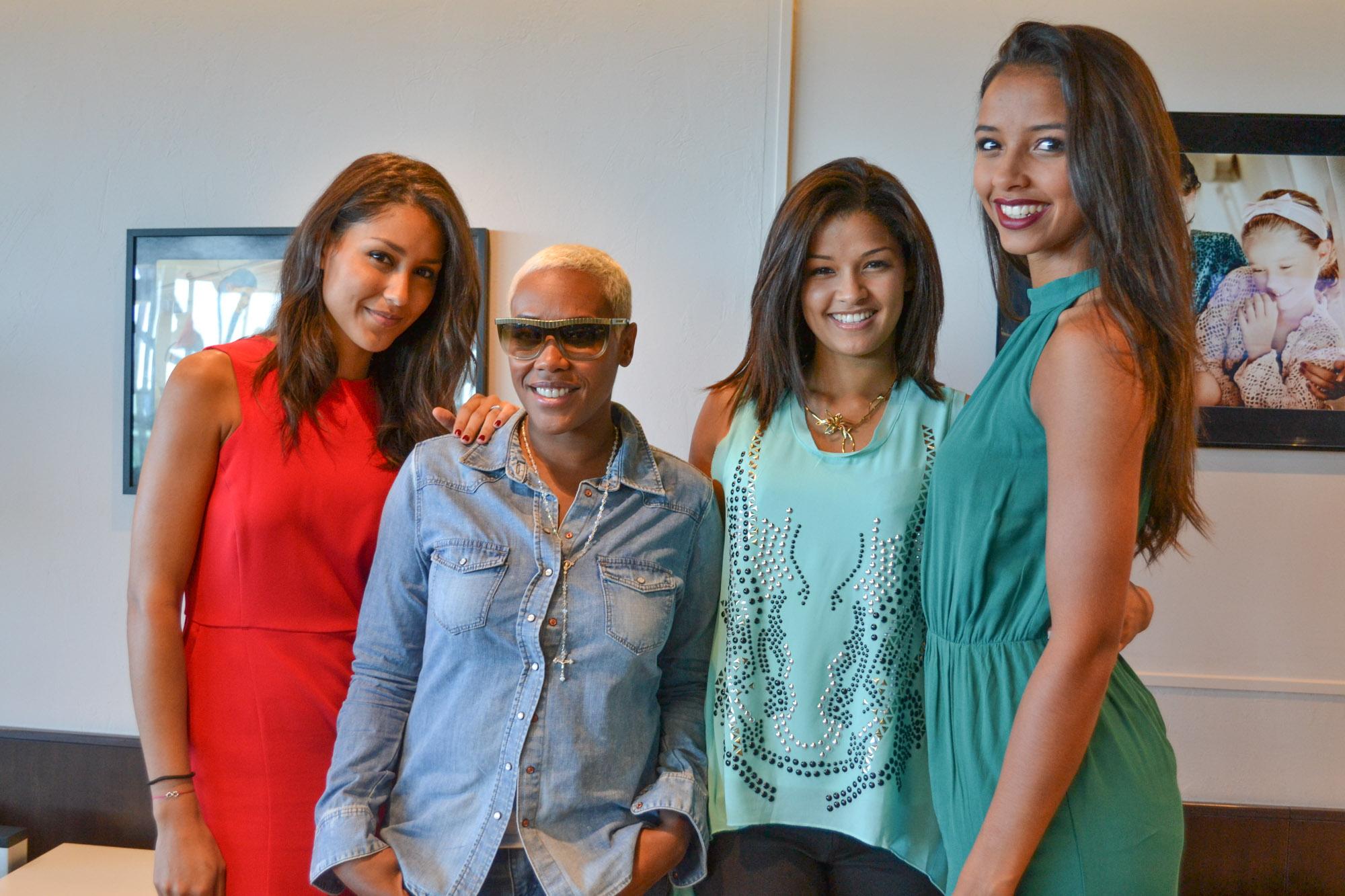 Rencontre à l'aérogare Roland Garros: Elodie, Miss Mayotte 2010, Lynsha, Ingreed Mercredi et Flora Coquerel
