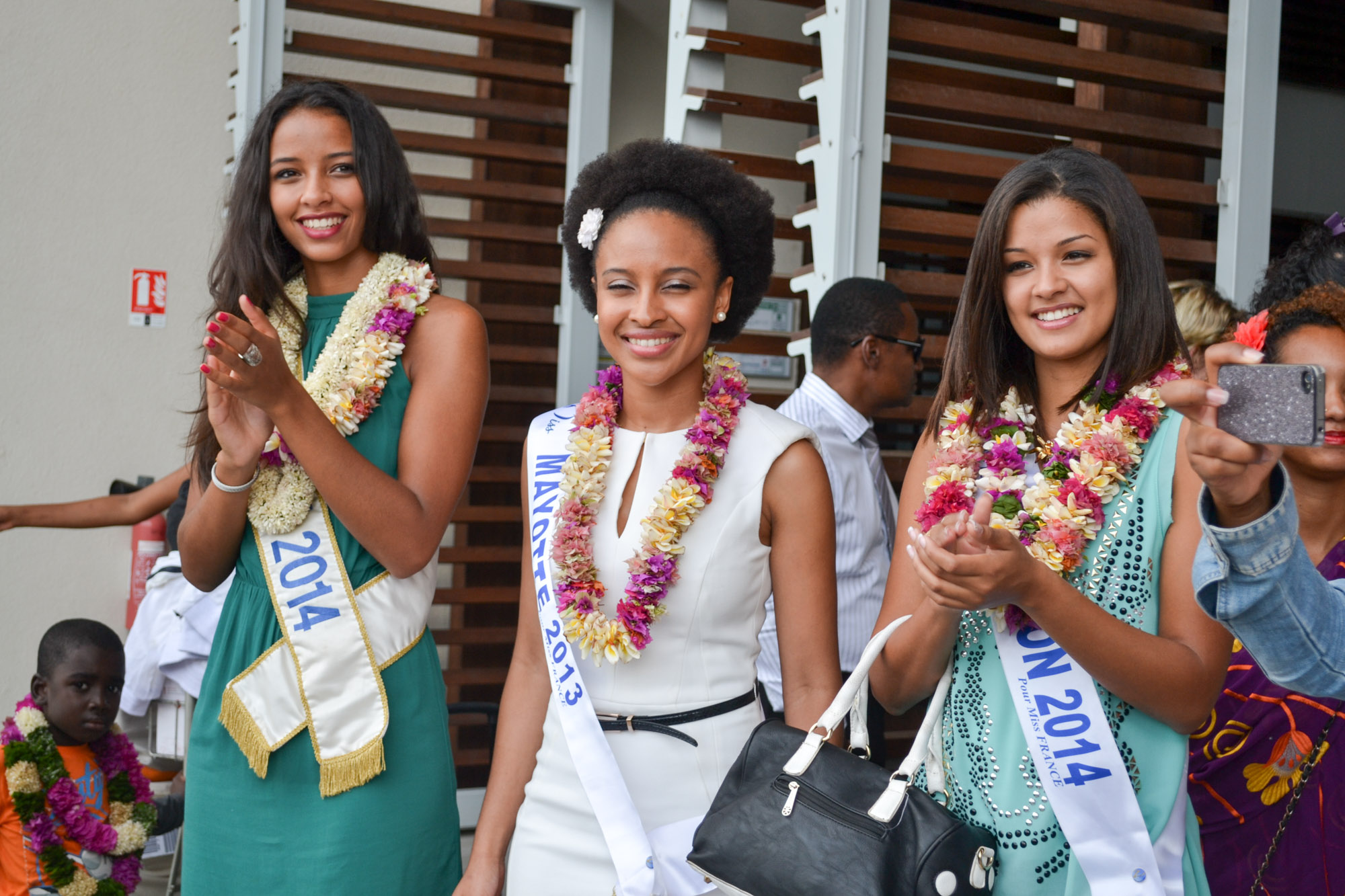 Flora Coquerel, Miss France 2014, Daniati, Miss Mayotte 2013, et Ingreed Mercredi, Miss Réunion 2014