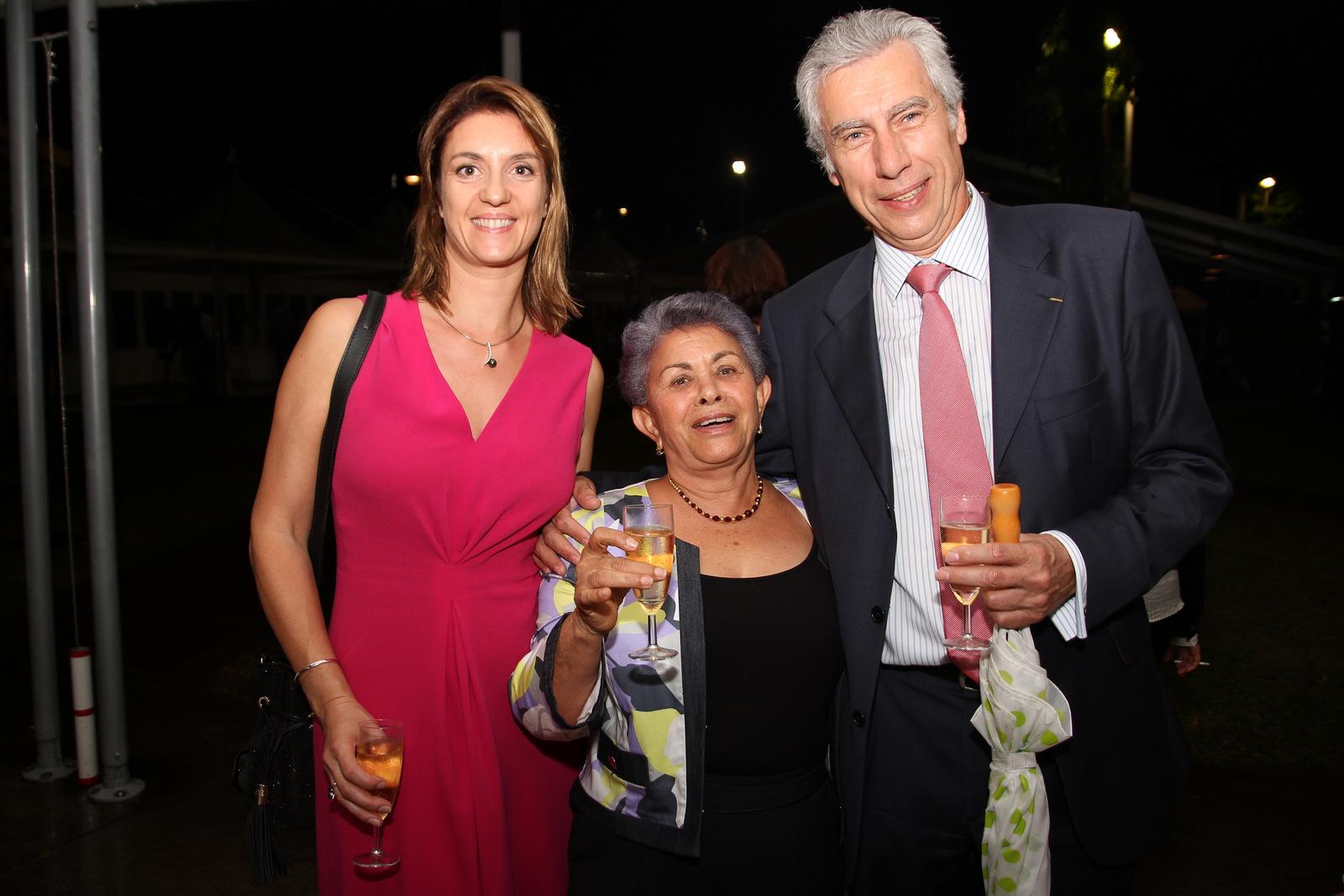 Bernard veber et son épouse aux côtés de Justine Edmond