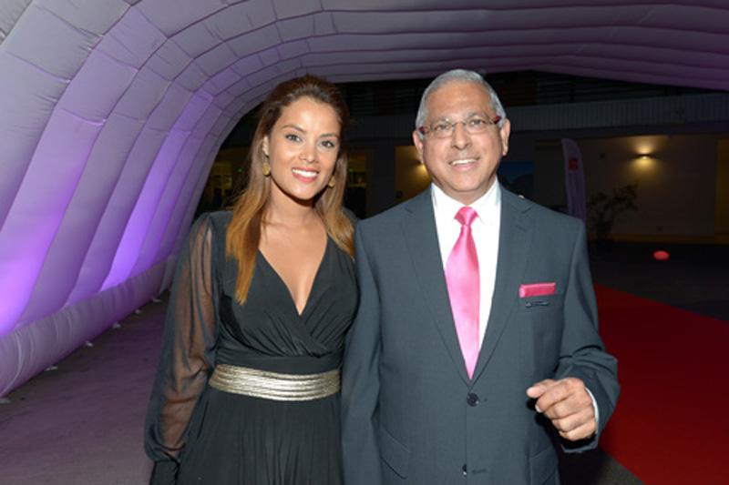 Katiana Castelnau, présentatrice de charme de la soirée et Younous Vally, secrétaire du Bureau CCI Réunion