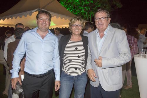 Julien Bourgarel, gérant de Self Signal OI, Véronique Libaudière, responsable commerciale de Self Signal OI, et Dominique Fournel, vice-président de la Région
