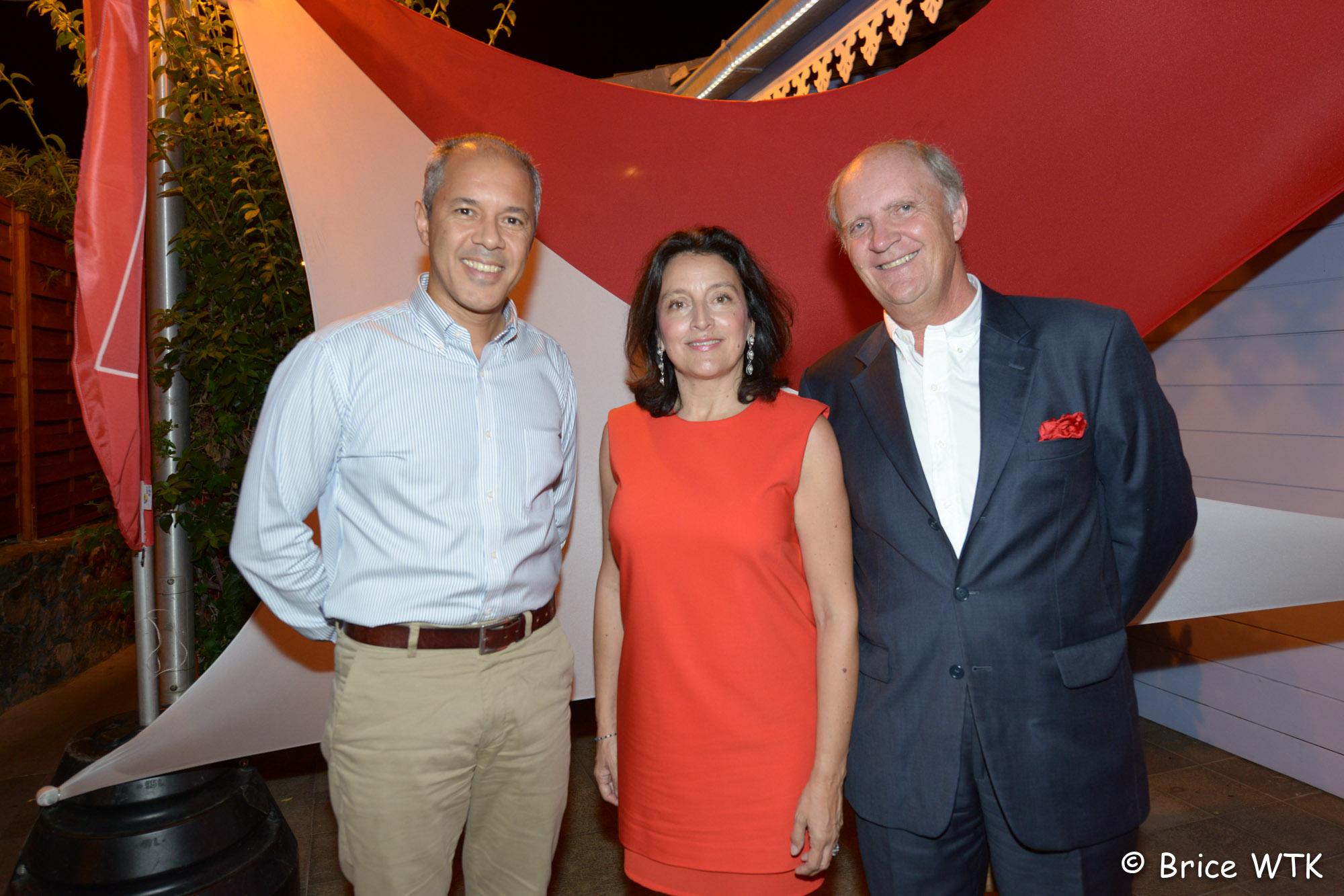Aril Ouriaghli, directeur de Total Réunion, Elisabeth et Bertrand Guillot