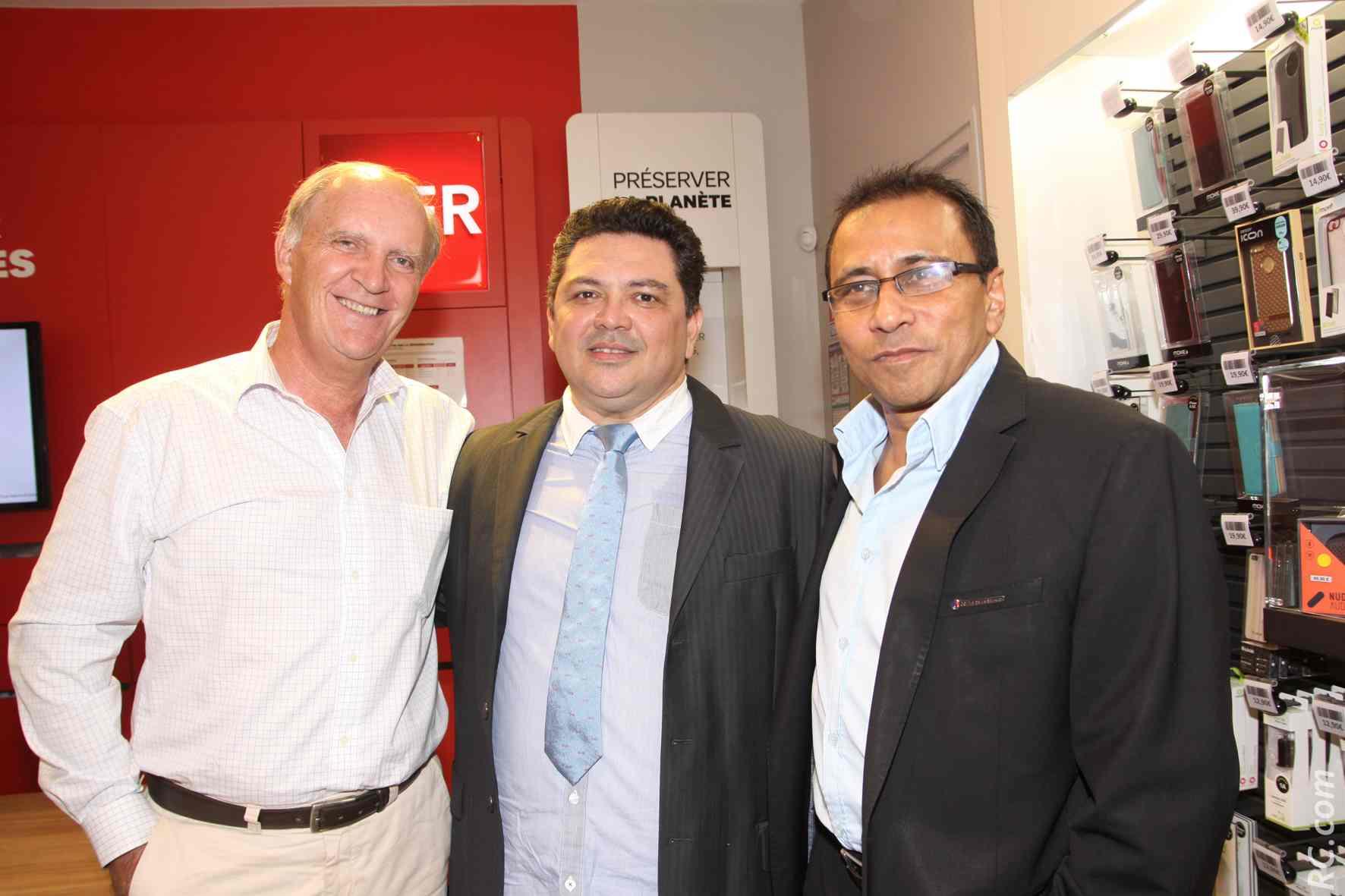 Bertrand Guillot, directeur général de SFR, Luc-Guy Fontaine, gérant de Mobiles Réunion, et Ibrahim Patel, président de la CCIR