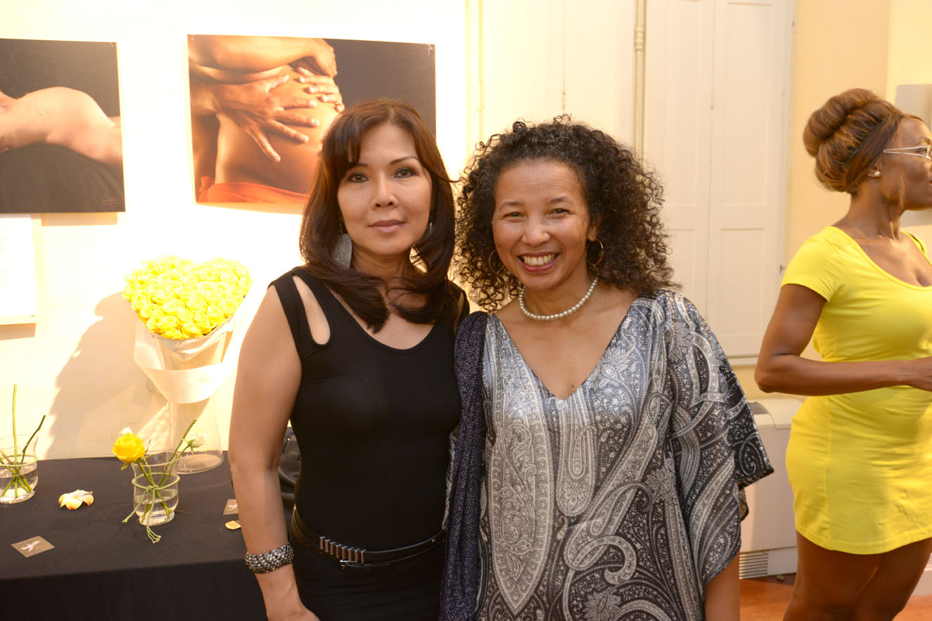 Jessy Catharina, artiste-peintre de Jakarta Indonésie, et Alice Ranorojaona-Pèlerin