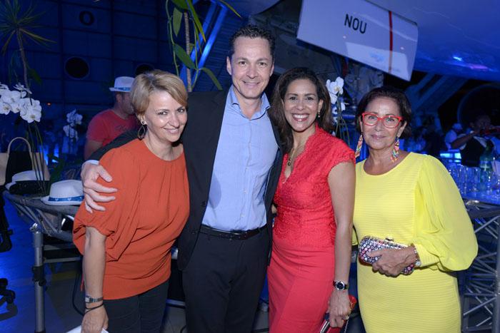 Corinne et George-Guillaume Louapre-Pottier,Sophie Gastrin, journaliste-présentatrice du JT à France 2 et une amie