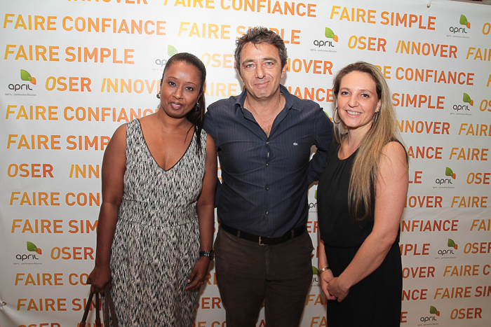 Christophe Bossy, directeur d'Ascom Assurances, accompagné de deux de ses collaboratrices, Jaysika Depeche, et Audrey Camus