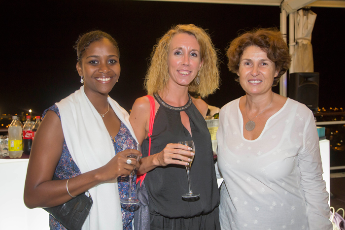 Saida Soubelu, première enfant parrainée de Coeur et Conscience, Isabelle Bassat, coordinatrice de Coeur et Conscience Diego Suarez, et Anne Magnan