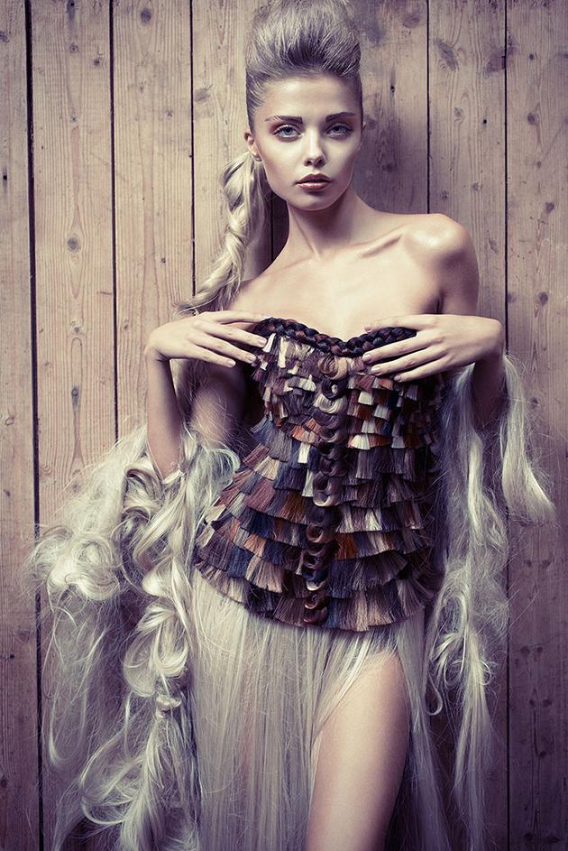 Le coiffeur qui faisait des robes en cheveux..