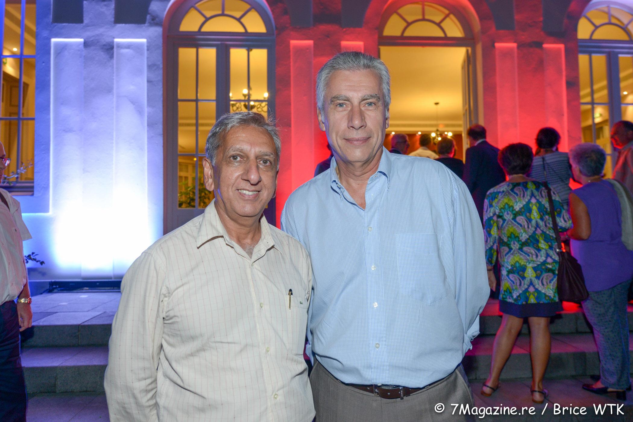 Aziz Patel et Bernard Veber, directeur général de Groupama Océan Indien