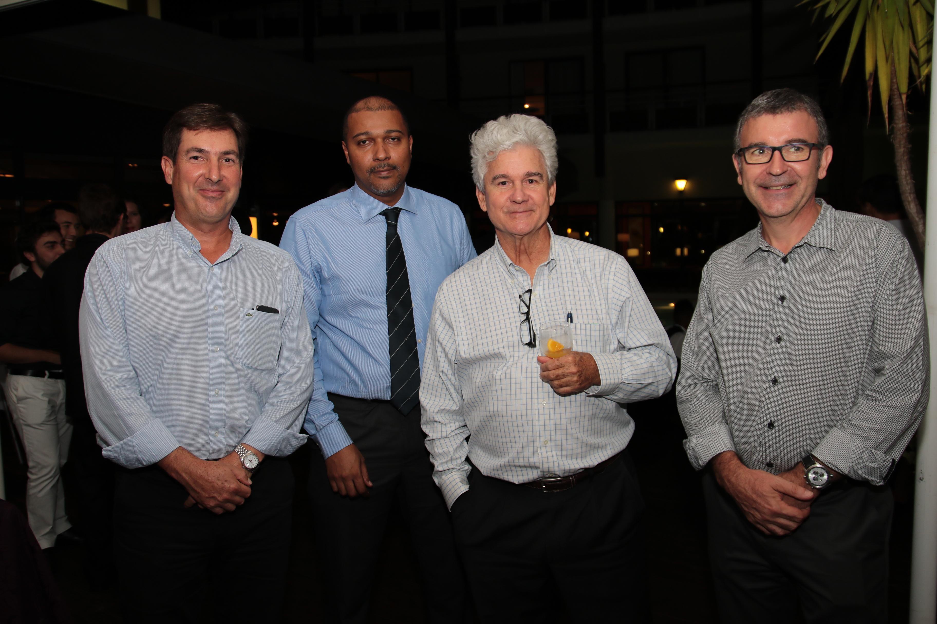 Amaury de Lavigne, directeur général Carrefour Réunion, Frédéric Larroque, directeur Carrefour Saint-Pierre, Jacques de Virginy, et Didier Legendre, Directeur Mercedes chez Cotrans
