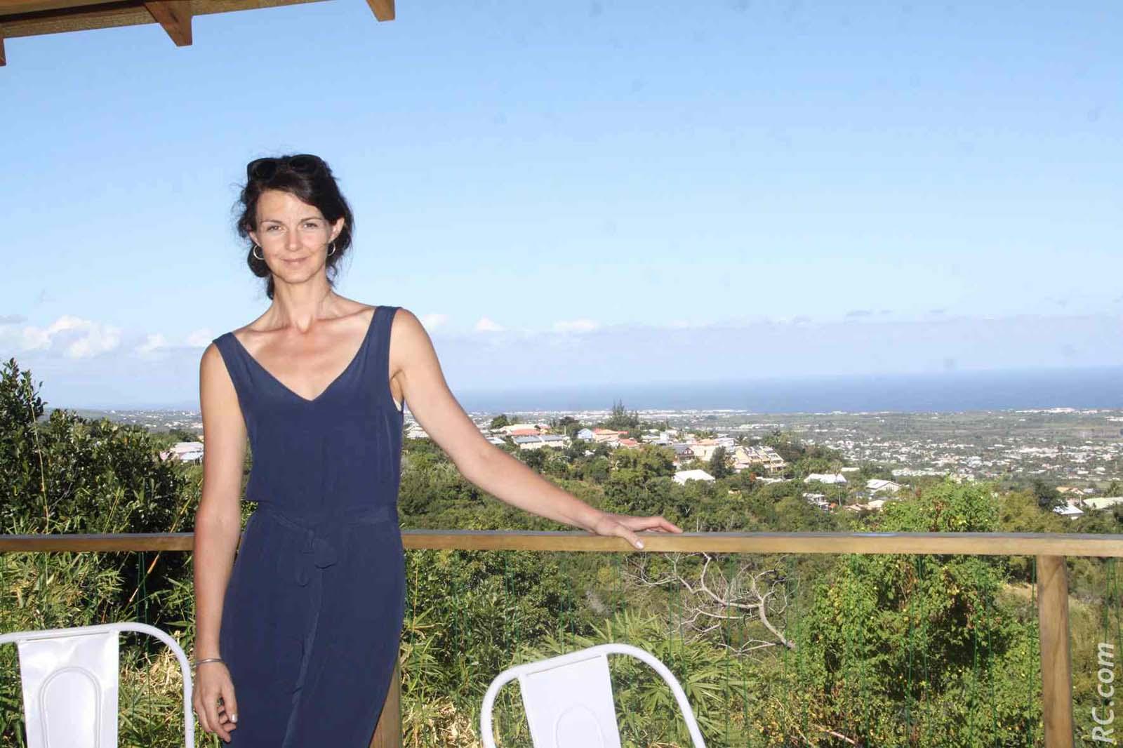 Visiblement, Anne-Sophie Doussot est fière de ses cabanes insolites. Elle remercie tous ceux qui ont participé à la réalisation de ce projet de vie sous les tropiques