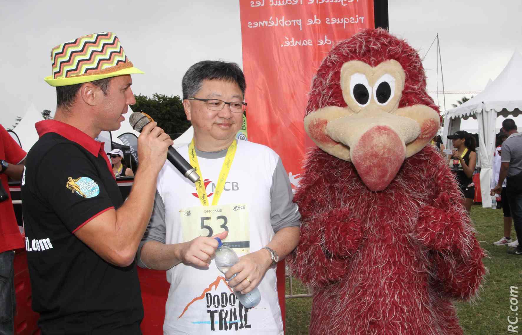 Alain Law Win, de la Mauritius Commercial Bank, sponsor principal du Dodo Trail, a également mouillé son maillot