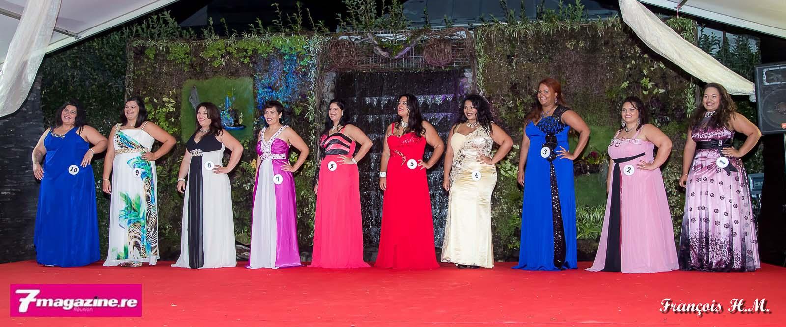 Les 10 candidates en robes de soirée