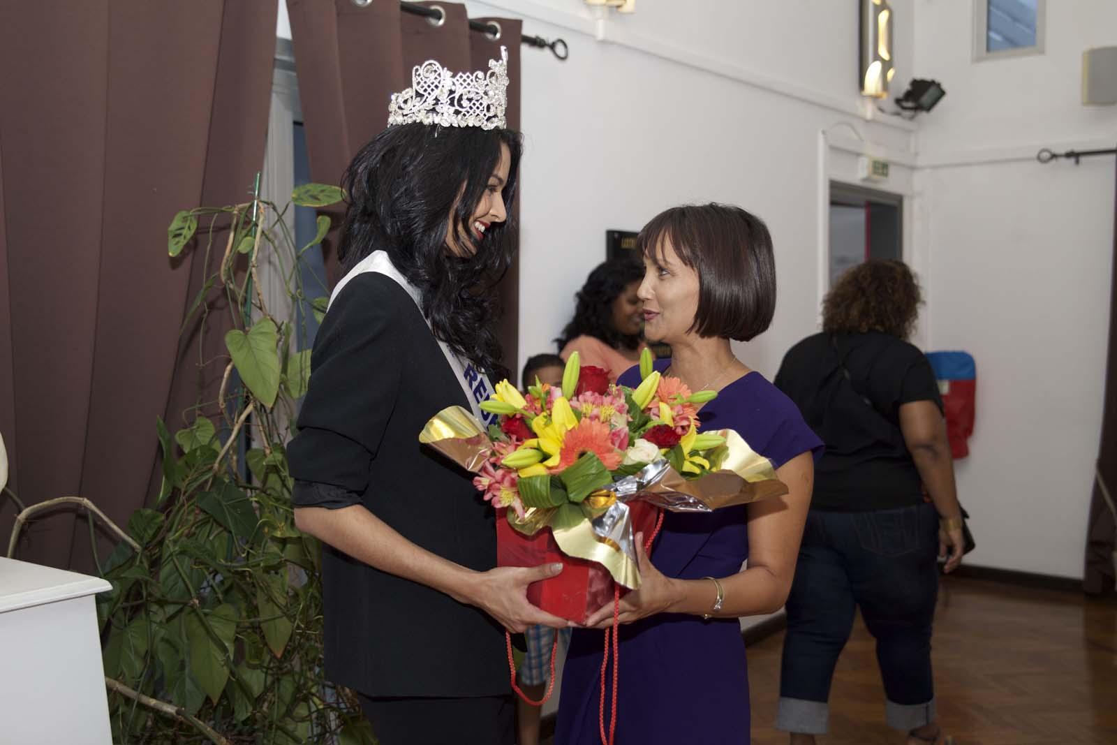 Miss Réunion a ét reçue par Valérie Payet, adjointe au maire de Saint-Benoît