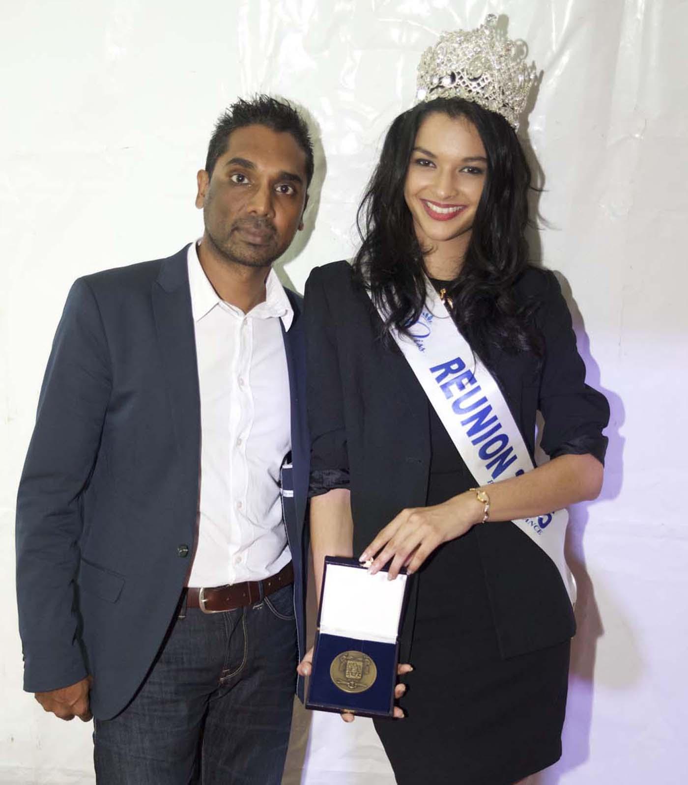C'est Patrice Selly, 1er adjoint au maire, qui a remis la médaille de la Ville de Saint-Benoît à Miss Réunion 2015