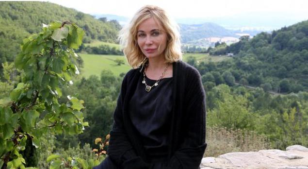 Emmanuelle Béart traumatisée par sa bouche loupée