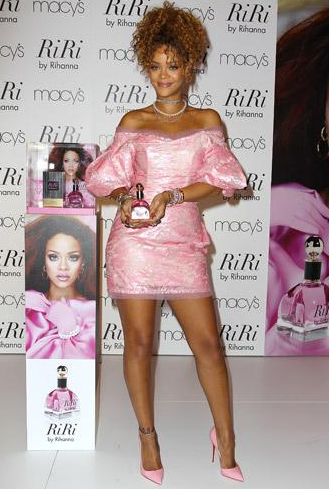 Riri by Rihanna, total look girly!