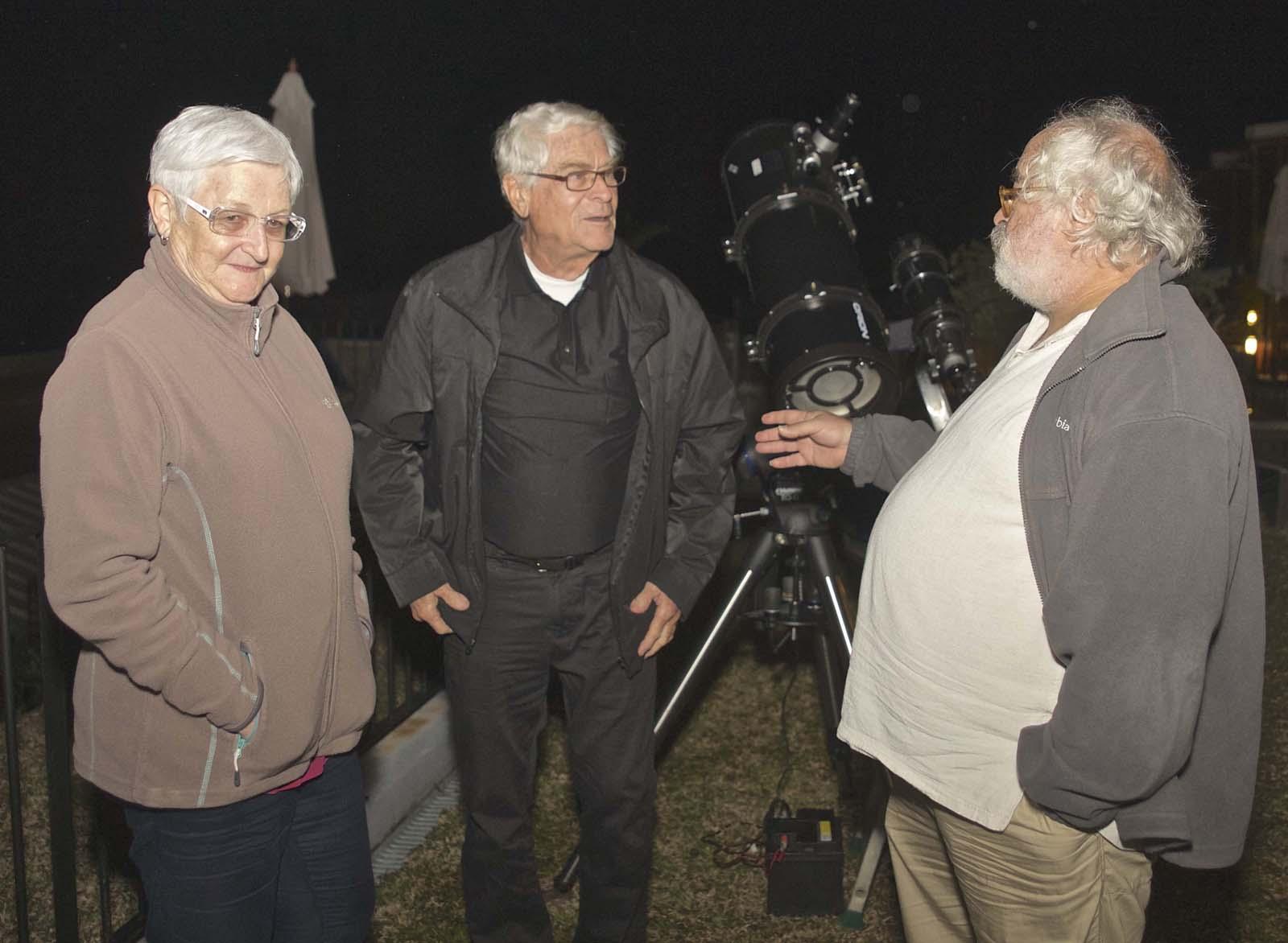 Un couple de passionnés d'astronomie avec Gerard Hessler