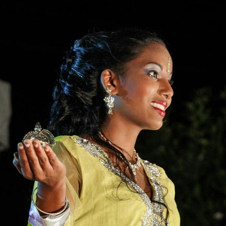 Elle adore défiler et danser...
