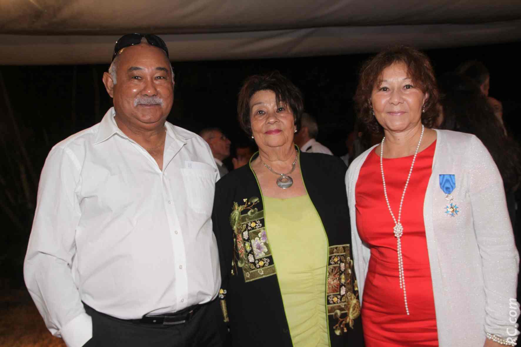 Ginette Azélie avec son frère aîné Claude Crescence et sa maman Gilberte Crescence