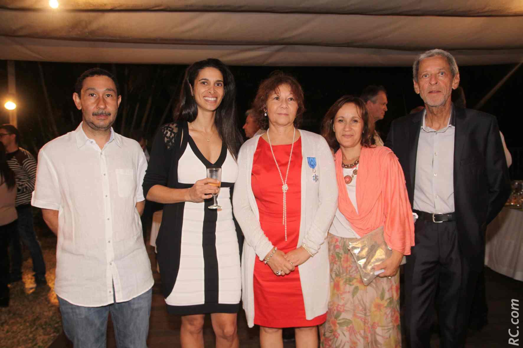 Avec son petit frère Henri-Pierre Crescence, chef d'entreprise, Laetitia Azélie, Sonia Crescence et Jean-Yves Azélie.