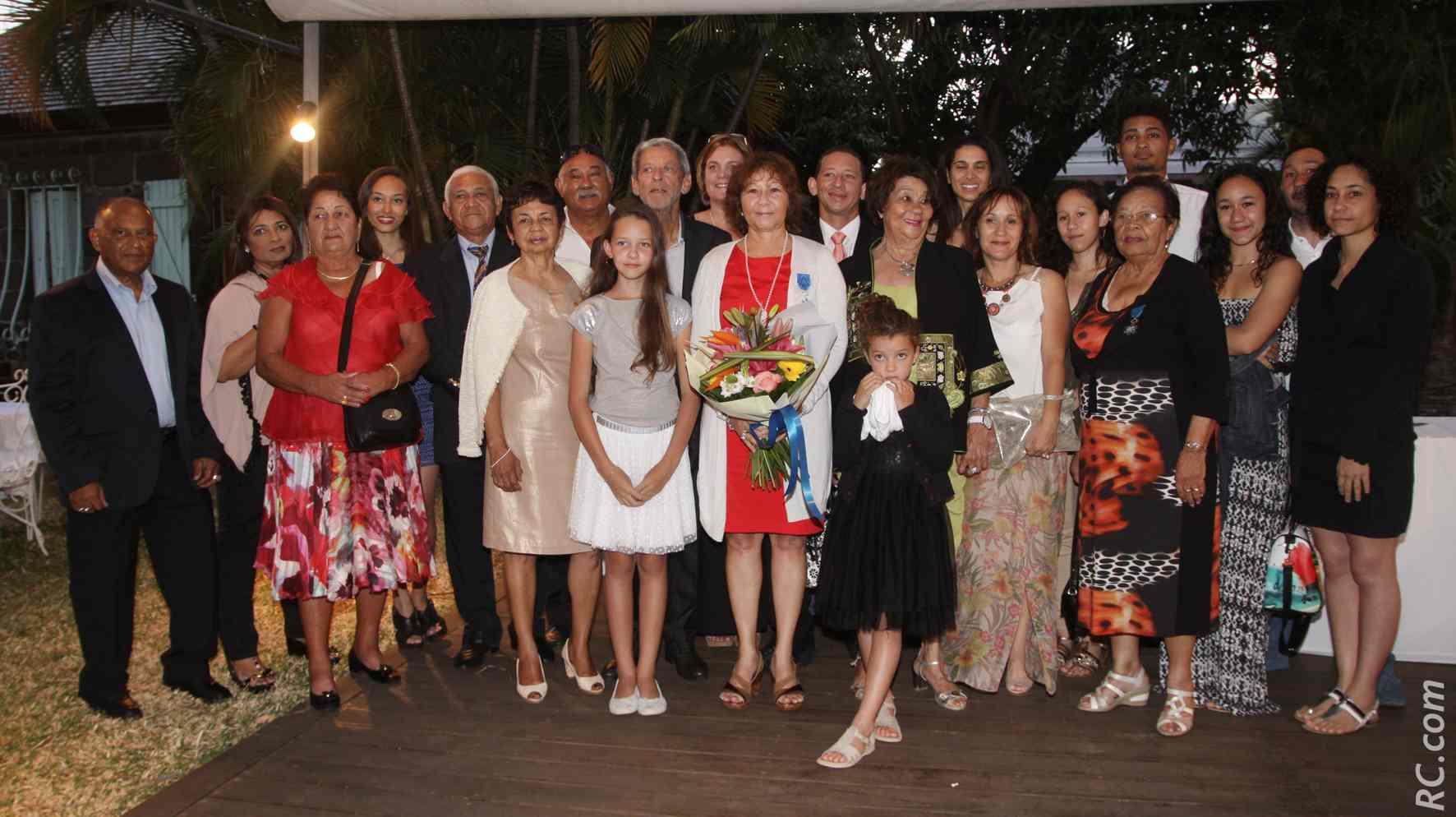 Ginette Azélie entourée de sa famille.