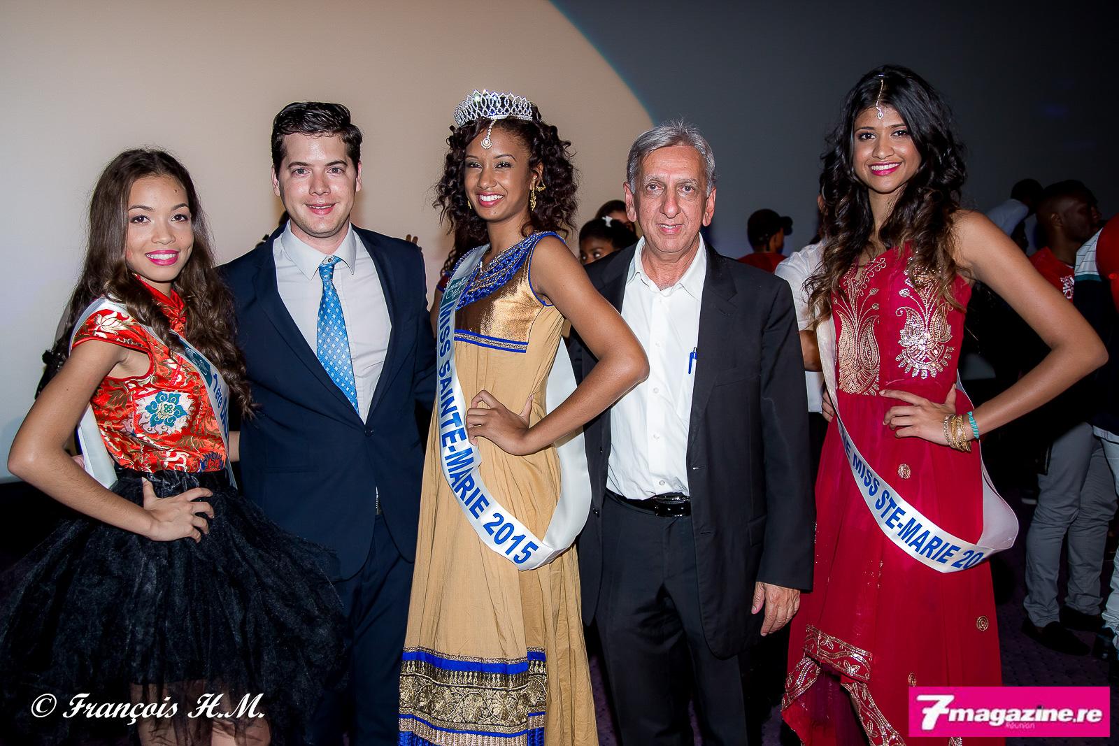 Les lauréates avec Grégoire Cordeboeuf, le président du CSM, et Aziz Patel du Comité Miss Réunion