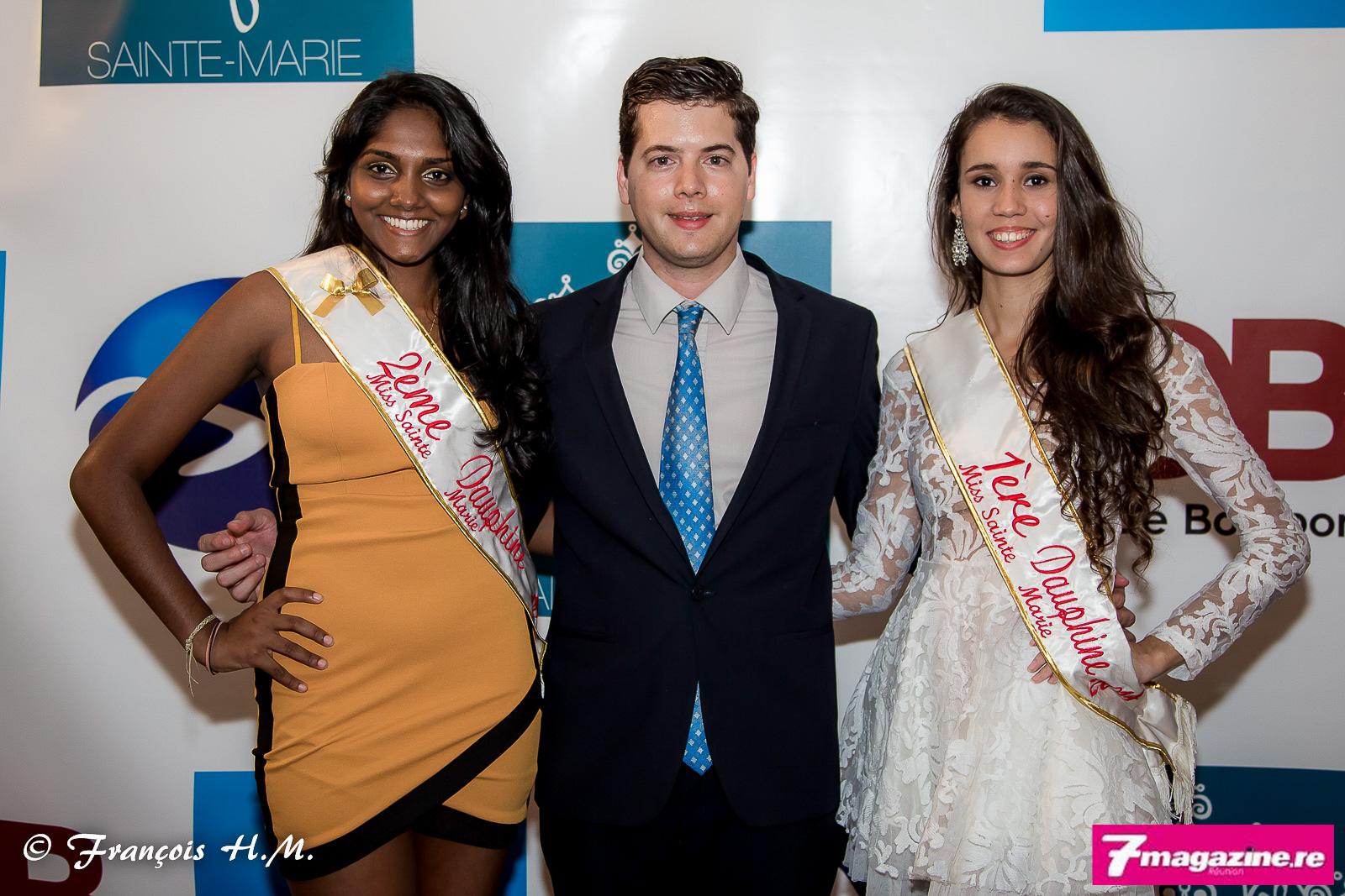 Grégoire Cordeboeuf avec les dauphines Miss Sainte-Marie 2014