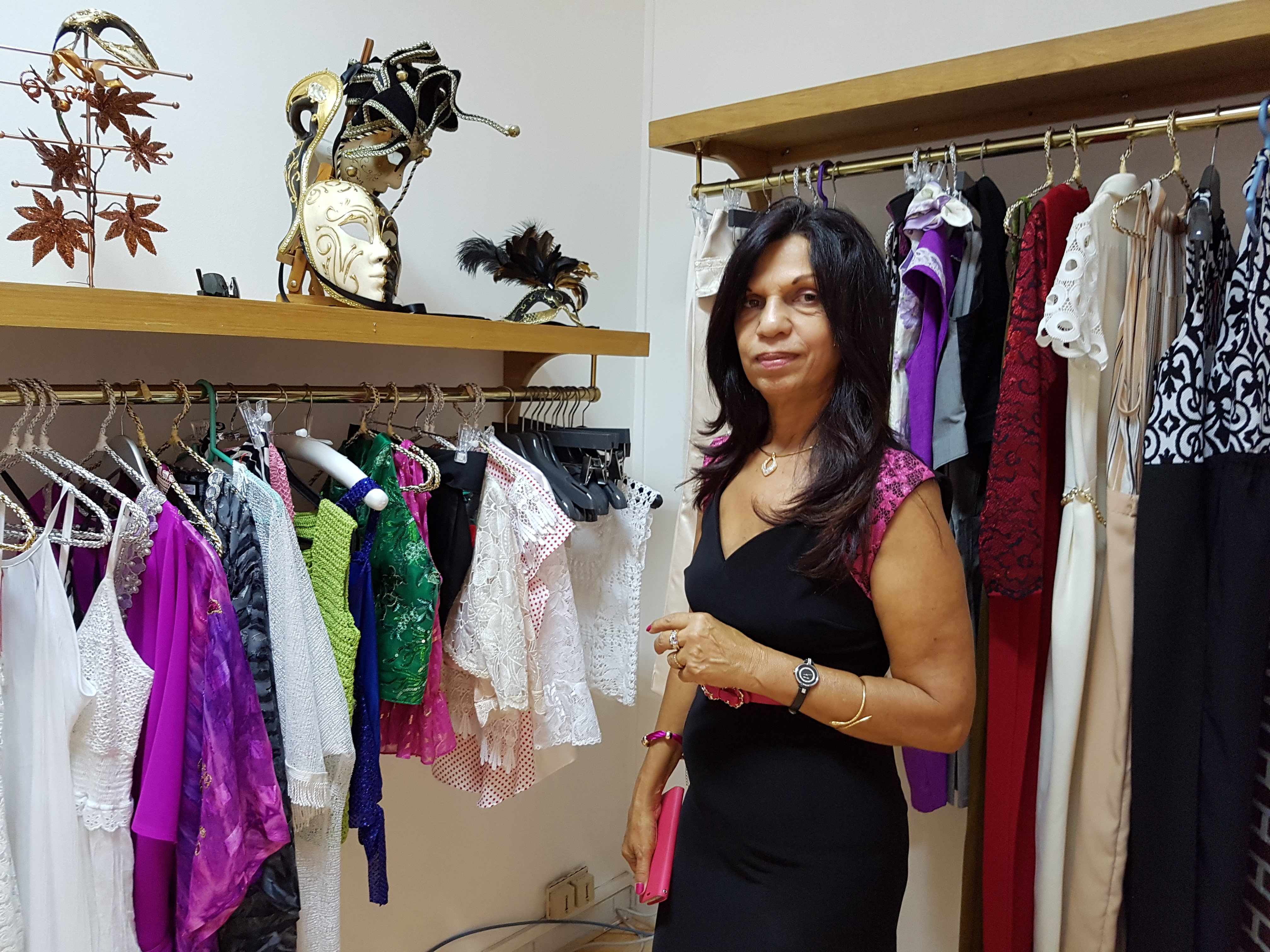 Joelle dans le showroom éphémère qu'elle a animé ce samedi à Saint-Denis
