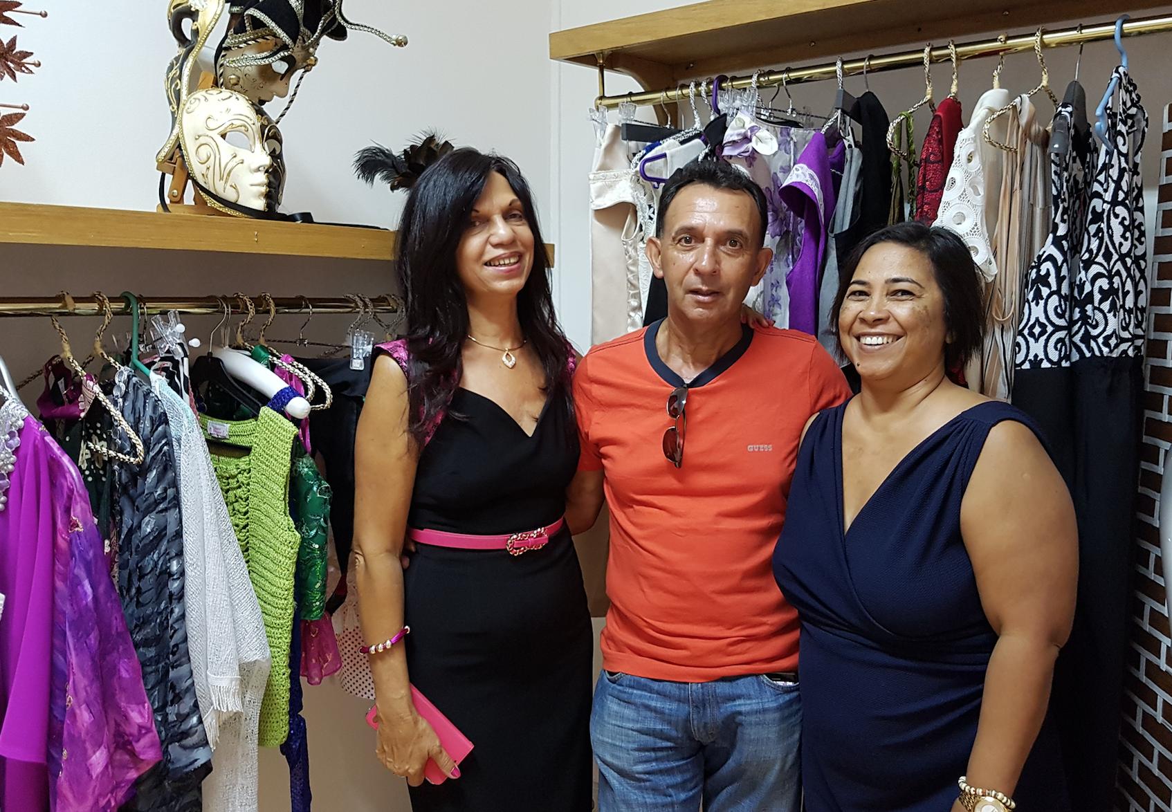 Joelle Barret, André Gigan, et Liliane, la directrice de Liliane Boutique (Trinité)
