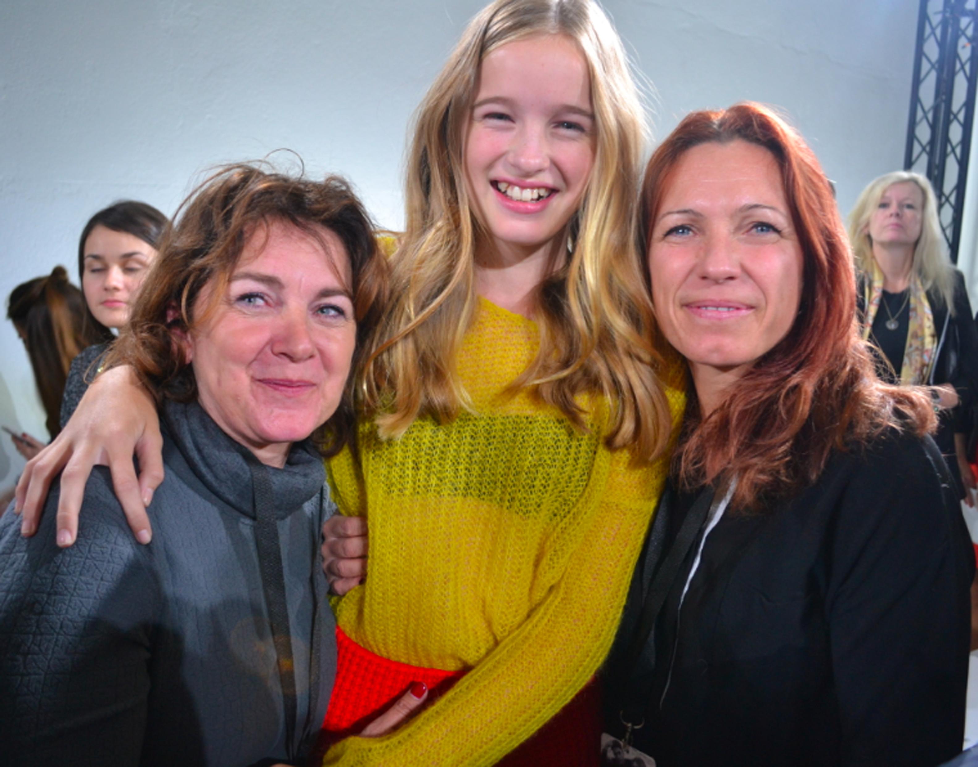 Léia avec sa maman Christine et sa marraine, venues la soutenir à Milan