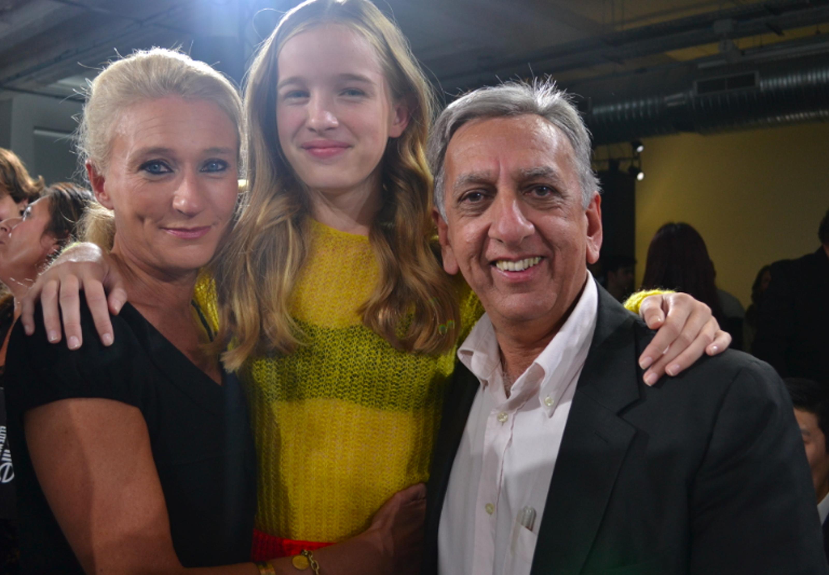 Léia avec Catherine Ronin et Aziz Patel, organisateurs du concours Elite à La Réunion