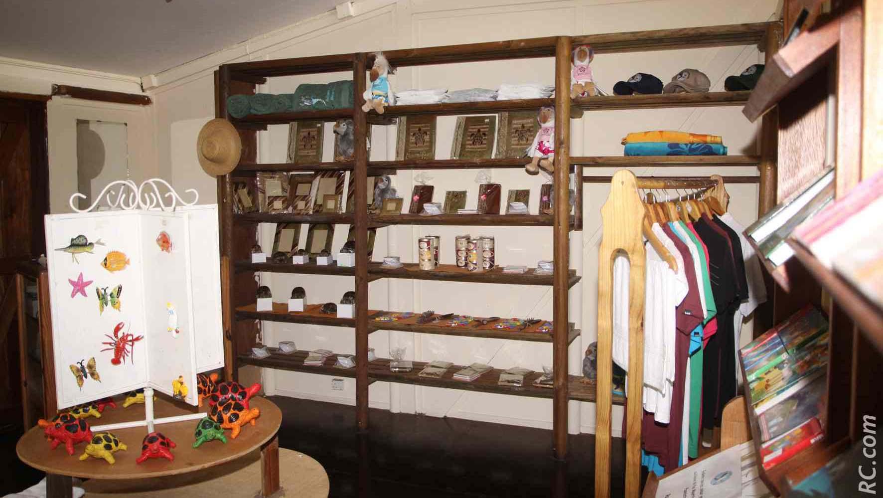 Une petite boutique pour les souvenirs: incontournable bien sûr