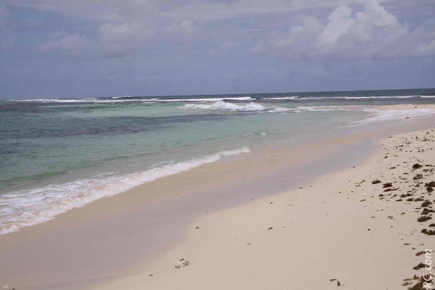 Un bout de terre où rien ne pousse, et la mer à perte de vue. Ça vous dit d'être seul au monde?