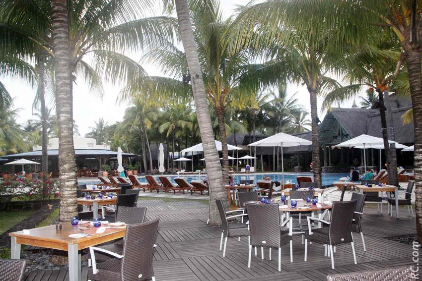 Une magnifique piscine, à quelques pas seulement de la plage privative.