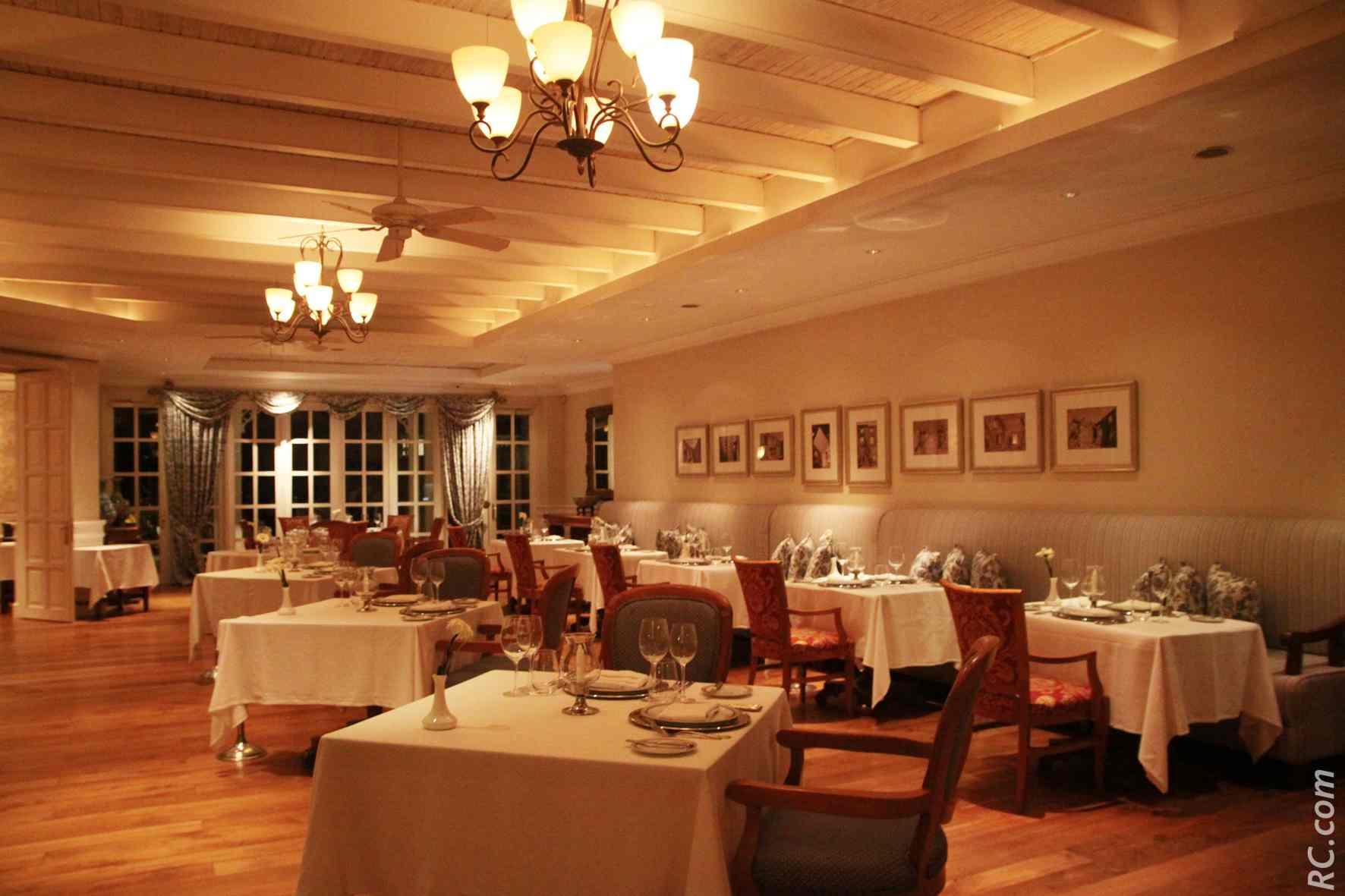 La grande salle du Mon Désir. «La vraie cuisine est une forme d'art. Un cadeau à partager» (Oprah Winfrey).