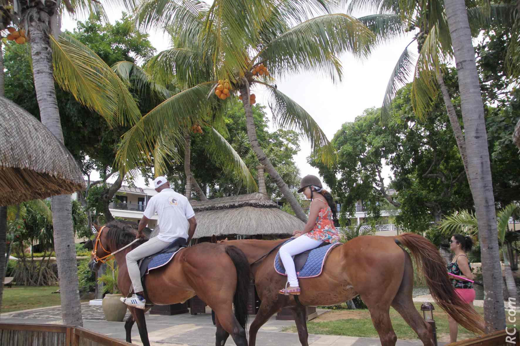 Balade à cheval au Maritim Resort Spa.