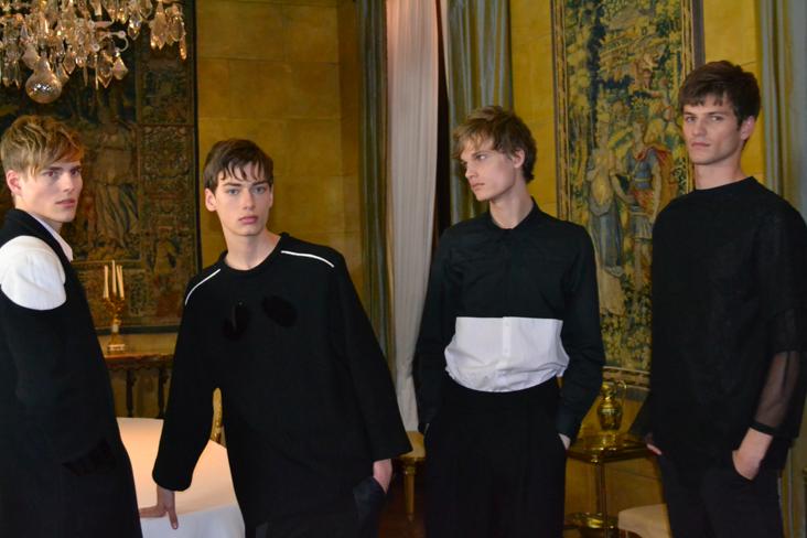 A droite, le gagnant garçon de la finale mondiale Elite Model Look, le Français Tristan