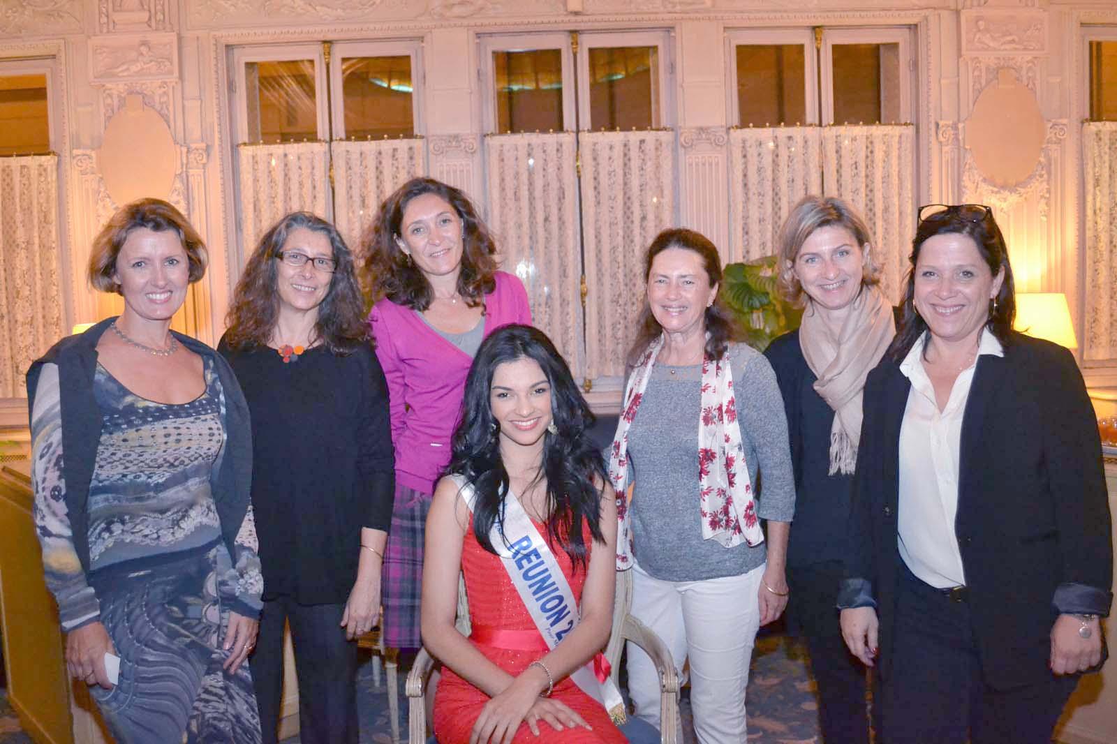 Azuima Issa et les femmes experts comptables de La Réunion présentes à Paris. C'est aussi un métier de femme!
