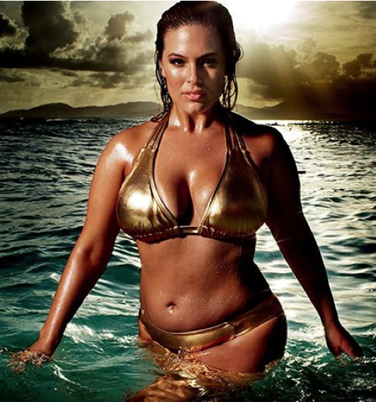 Ashley Graham expose sa taille 48
