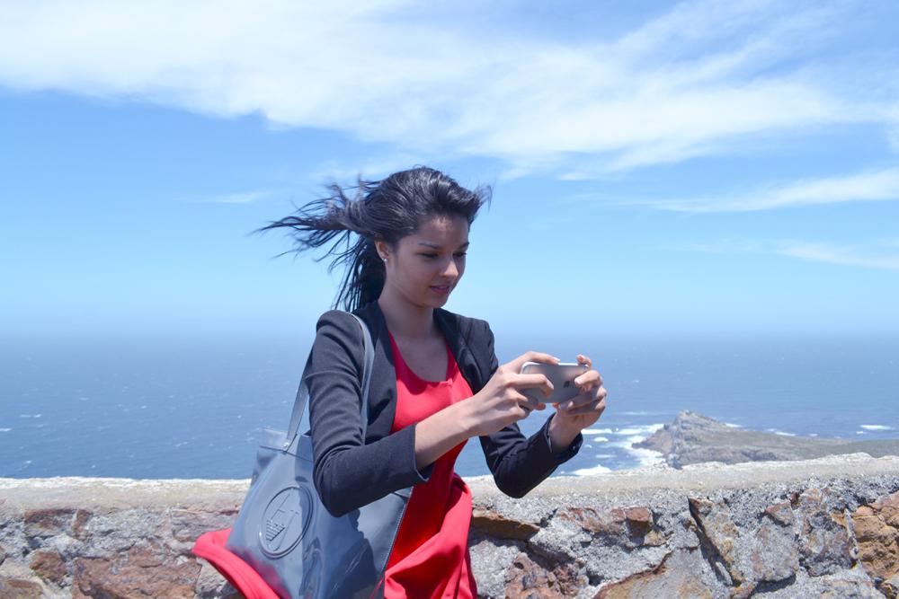 Un selfie dans un vent violent ce jour-là! Ouf, ni Miss Réunion ni le téléphone ne se sont envolés!