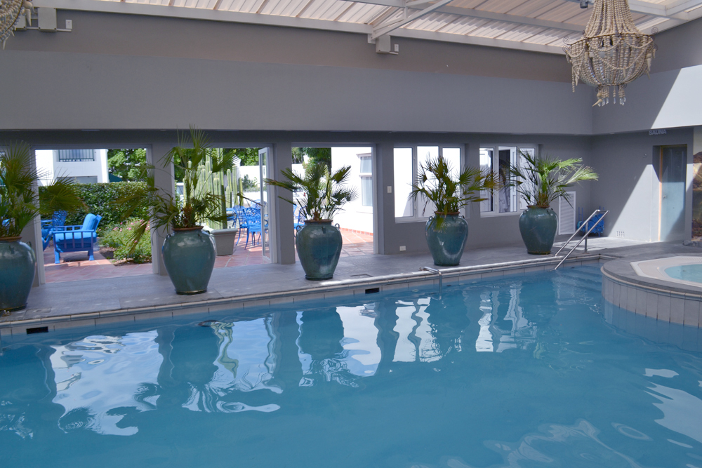 La piscine intérieure de l'hôtel