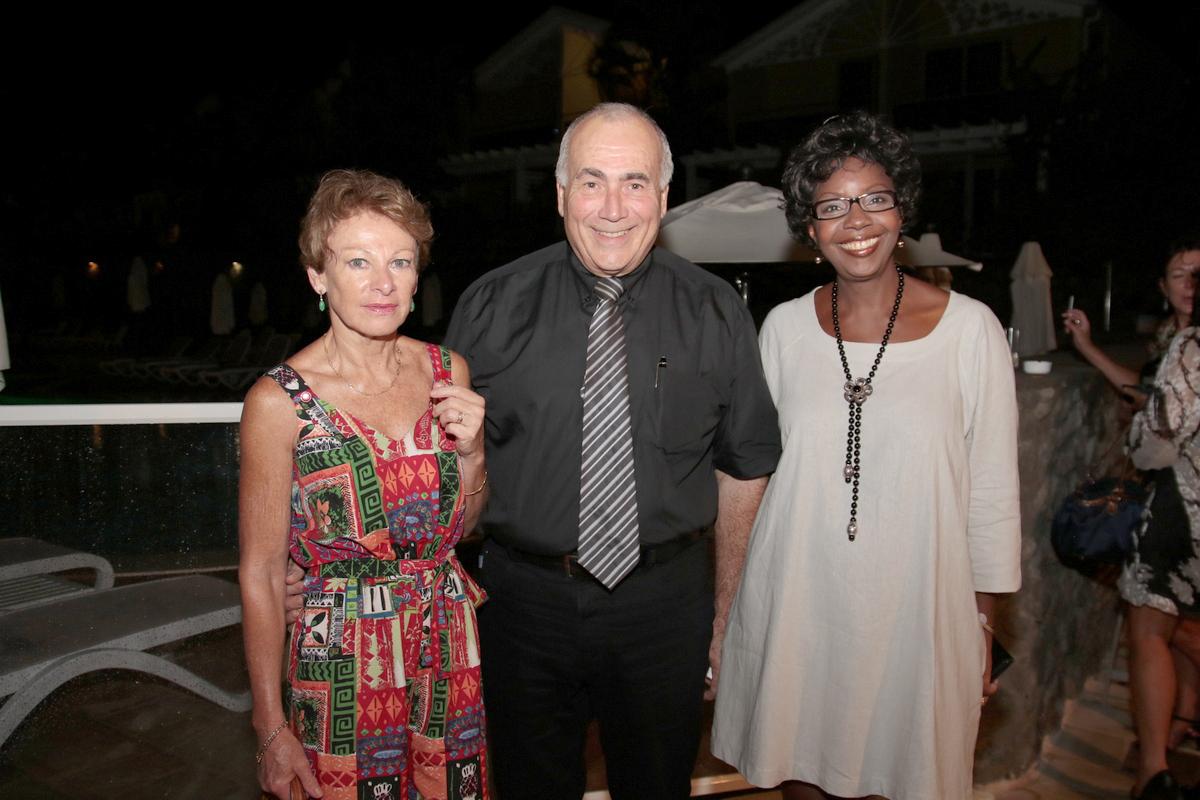 Pasqual Porcel et son épouse, avec Marie-Lucie Ajax, directrice d'exploitation du LUX Hôtel