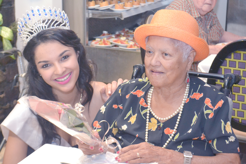 Exceptionnelle Miss Réunion à la Fête des Grands-Mères!