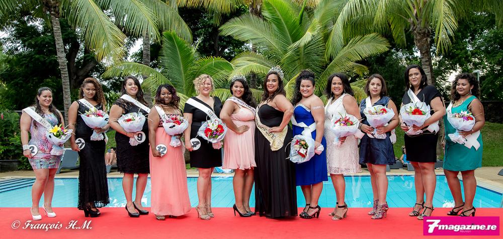 Les 10 finalistes avec Sidji Rouag, Miss Ronde Réunion 2015 et Emmanuelle Clarisse, Miss Ronde France 2015