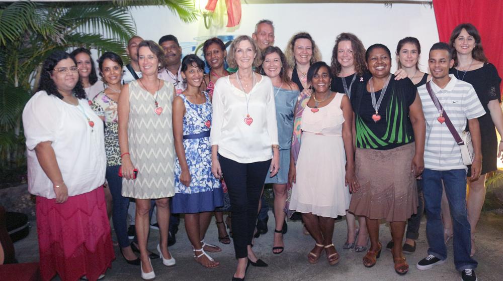Catherine Gaud, la présidente, et les salariés de RIVE