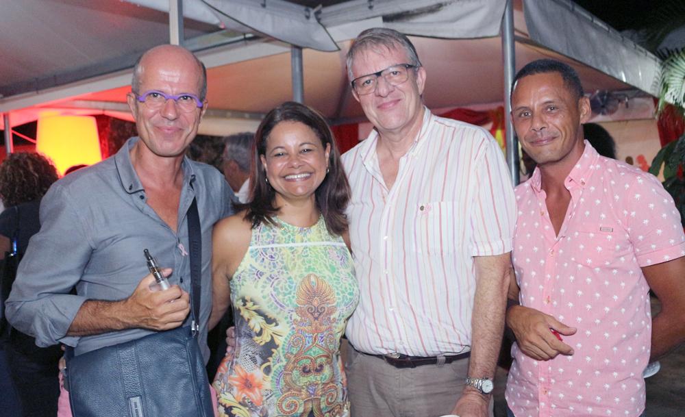 Claudine et Philippe Lorin (au centre) avec des amis