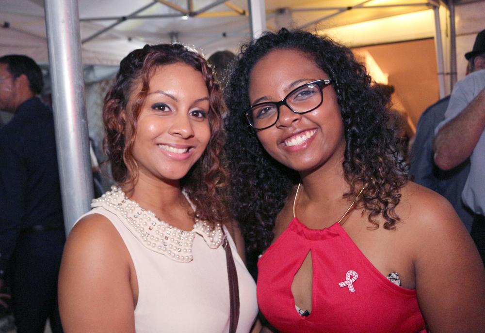 Iris Grosset (à droite), ancienne salariée de Rive et bénévole ponctuelle, et son amie Karen